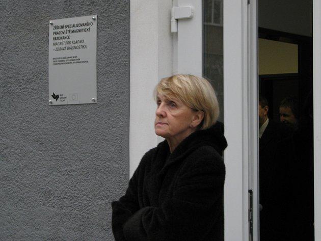 Eurokomisařka Danuta Hübner navštívila kladenskou nemocnici, kde zkontrolovala pracoviště magnetické rezonance.