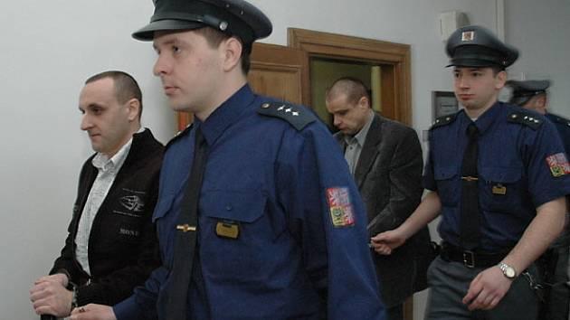 Objednání střelby na svého obchodního partnera Jiří Kubín a Michal Srnad ostře odmítají.