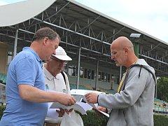 TNT Meeting v Kladně je nachystán. Organizátoři (zleva) Jiří Klesnil, Jiří Jon a Zdeněk Lubenský