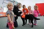 Děti v nemocnici potěšil pes Bárt.