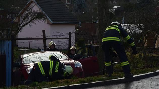 Na místě zasahovali také profesionální hasiči.