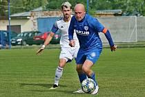 V souboji Jiří Štajner a Marek Tóth / SK Kladno - FK Arsenal Česká Lípa 2:3 (1:0) Pen: 3:4, Divize B, 19. 9. 2020