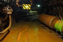 Potrubí vedoucí od čerpadel důlní vody v hloubce okolo 600 metrů pod Ostravou - důl Jeremenko. Ilustrační foto.