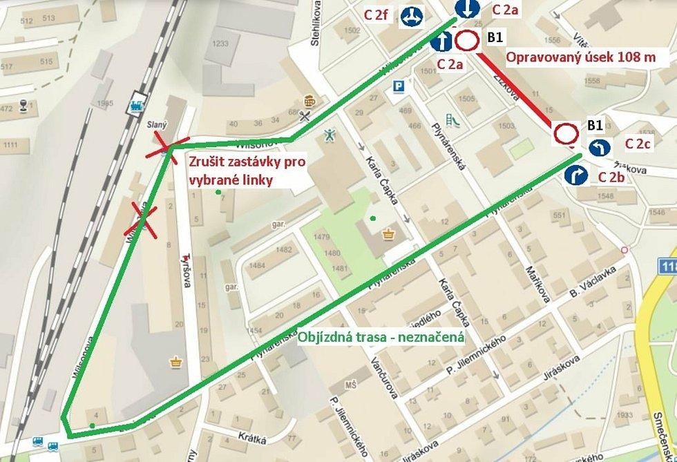 Řidiči pozor, Žižkovou ulicí u Sportky ve Slaném neprojedete! Uzávěra trvá do středy.