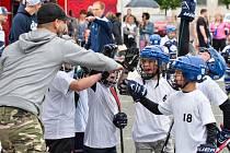 Streethockey pro kladenské děti uspořádali Rytíři.