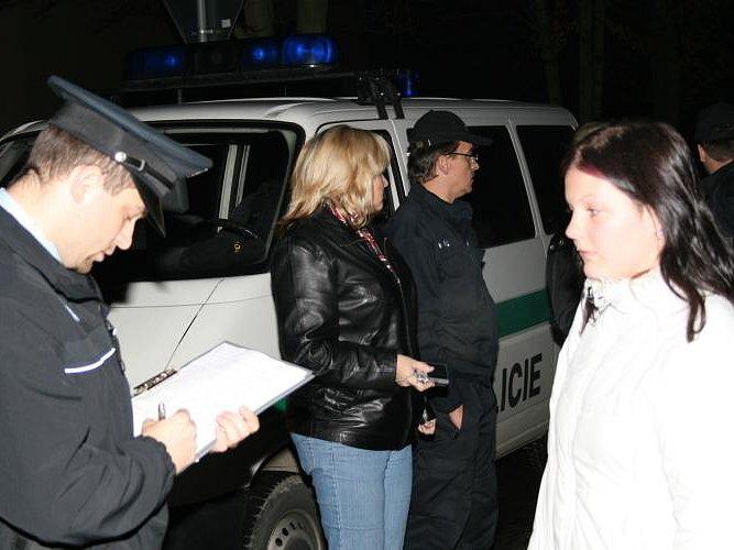 Při bezpečnostní akci provedené ze středy na čtvrtek v kladenských ulicích bylo zkontrolováno celkem 139 osob.