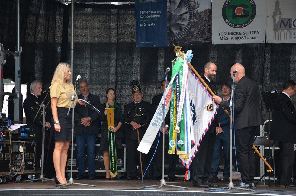 Klub Přátel Hornických Tradic vyrazil do Mostu. Foto: Jitka Krňanská