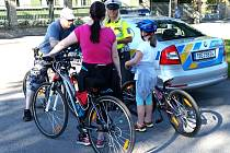 DOPRAVNÍ POLICISTÉ kontrolovali cyklisty.