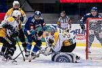 Po dlouhé koronapauze se hokejisté Kladna (v modrém) představili doma proti poslední Kadani a jasně vyhráli.