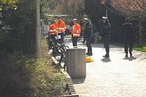 Na místo přijeli záchranáři, policisté a strážníci