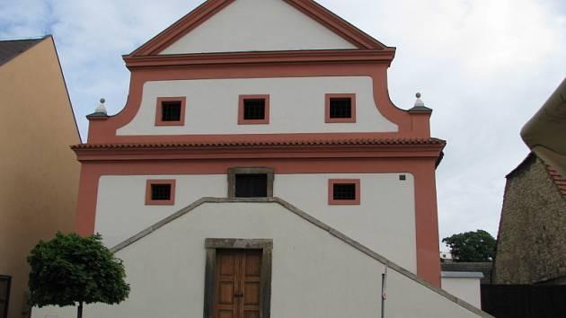 Barokní sýpka v Palackého ulici ve Slaném