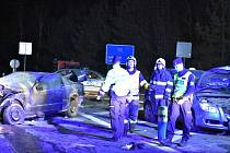 Vážná nehoda tří aut u Slaného na silnici I/7