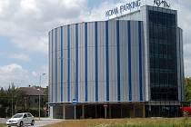 Automatizovaný parkovací dům naleznou řidiči například před nádražím v Ostrave–Svinově.