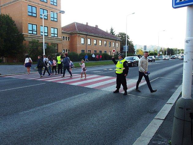 Strážníci opět dohlíží na bezpečí školáků. Foto: Městská policie Kladno