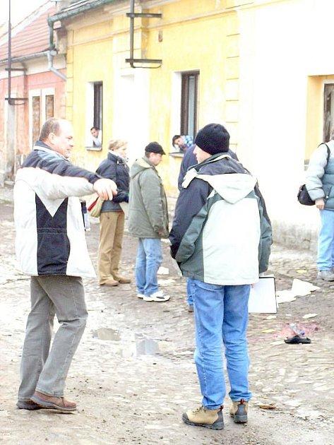 Slánští kriminalisté měli ve Zlonicích i před svým přestěhováním plno práce. Lednový výbuch v roce 2007, při němž romský občan přišel o tři končetiny, je zaměstnal na řadu týdnů.