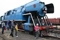 SOUPRAVU potáhne lokomotiva Papoušek.