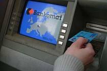 Ponechat si cizí peníze z bankomatu, je trestné.