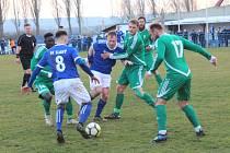 Fotbalisté SK Slaný (v modrém) přehráli doma v divizi B Tatran Rakovník 1:0 až po penaltách.