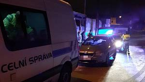 Celníci v Kladně zadrželi drogy i zbraně