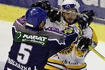 Důraz Libora Procházky (vlevo) by se kladenským hokejistům hodil.
