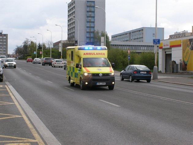 Záchranáři dívku převezli do kladenské nemocnice.