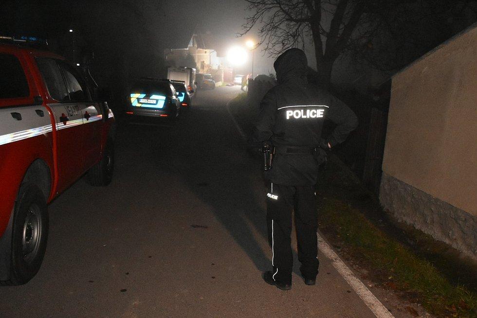 V obci Líský došlo 7. listopadu 2020 k tragédii, útočník postřílel členy rodiny.