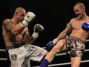 Martin Chaloupka HGRTK - Alex Kopora Hanuman Gym. Vyrovnaný souboj thaiboxu (-72,57 kg) nakonec pro Koporu // Noc válečníků 3 - Kladno 15. 12.2011