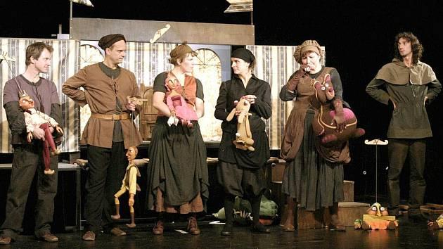 V inscenaci Nebojsa jsou použity jak klasické marionety, tak maňásek, manekýn. Objeví se zde i stínové divadlo.