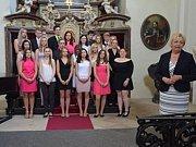 Slavnostní vyřazení letošních maturantů Obchodní akademie Dr.Edvarda Beneše Slaný v Kapli Vlastivědného muzeua ve Slaném.