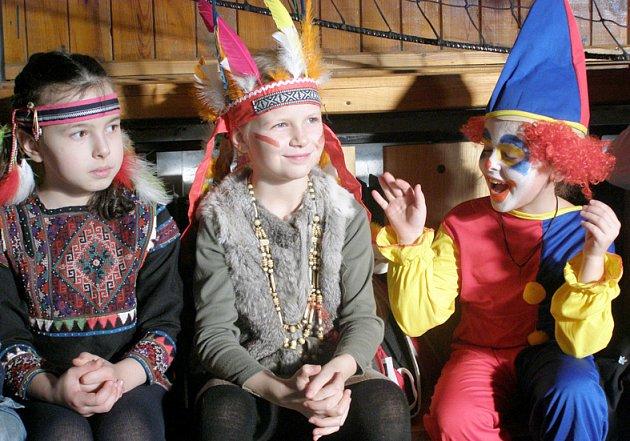 Karneval v 10. základní škole v ulici Cyrila Boudy v Kladně.