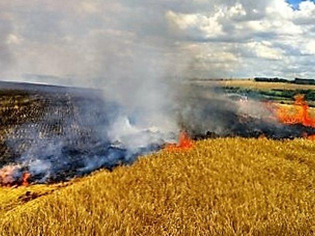 Pondělní požár pole s ječmenem u Hořešovic