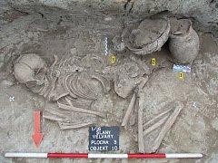 Ve Slaném odhalili archeologové vzácné hroby z doby bronzové.