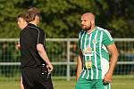 Jaromír Šilhán reklamuje žlutou kartu // Sokol Hostouň - Slovan Velvary 1:2, Divize B, 21. 5. 2017