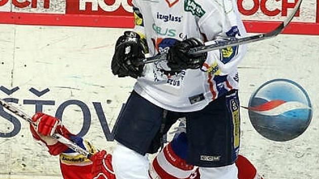 Po gólu Davida Hájka, který tady skolil radka Dudu, vedlo Kladno v Budějovicích 2:0, ale nakonec poprvé v sezoně prohrálo 2:4.