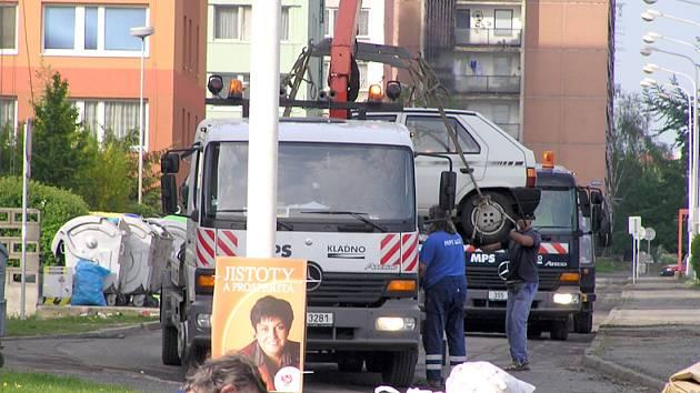 Špatně parkujícím řidičům hrozí při blokovém čištění odtah automobilu.