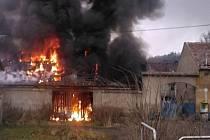 POŽÁR V ROCE 2013 v prosinci pohltil někdejší stodolu v bývalém statku. Shořela do základu.