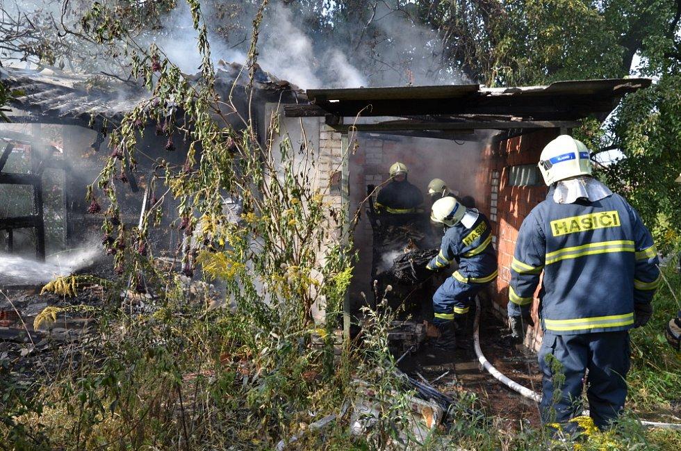 Požár chatky v Kladně-Dubí.