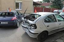 Kvůli nedání přednosti v jízdě naboural řidič pět aut.