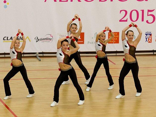 Aerobik vkladenské hale. Fitness tým petite Sport Academy Kladno 2. místo