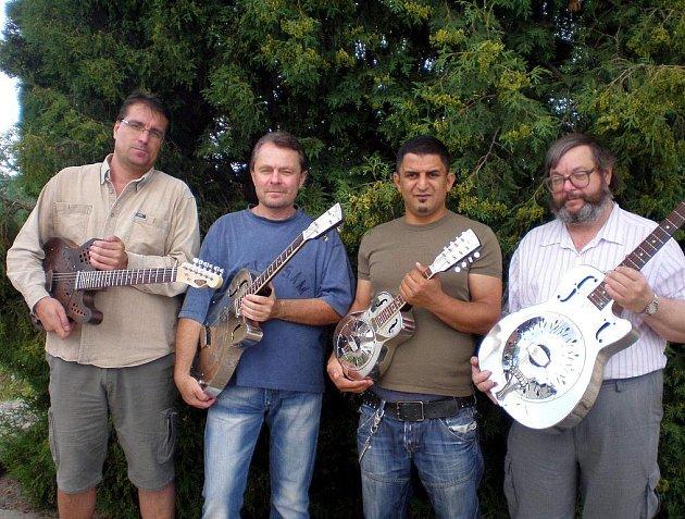 Na resophonické  kytary hraje například skupina Amistar Swing Quartet.