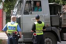 Kladenští strážníci společně s celníky kontrolovali kamiony.