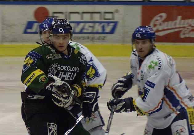 Brání Jan Srdínko (vpravo)