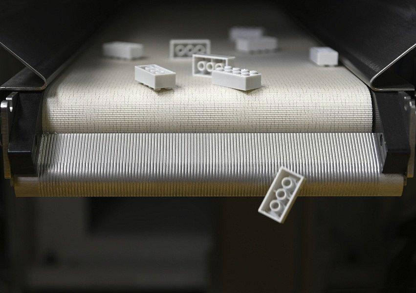 Lego začne vyrábět stavebnici také z recyklovaných plastů, nyní je potřeba kostičky obarvit a odzkoušet mezi dětmi.