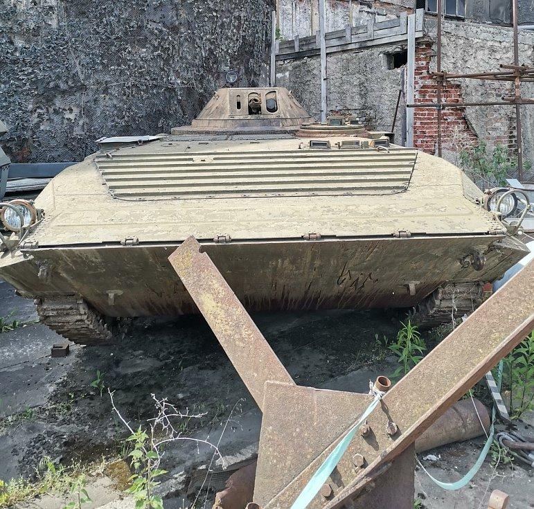 V rámci čtvrté zbraňové amnestie lidé odevzdali na policii stovky zbraní, dokonce i tank a obrněný transportér.