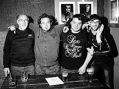KAPELA SKLAD NA ROCK  (viz. foto – zprava Rambo, Lee Fazman Jaránek, Pavel Denkr, Carlos) vystoupí již v sobotu 12. listopadu  v Dundee Jam klubu v Kladně.