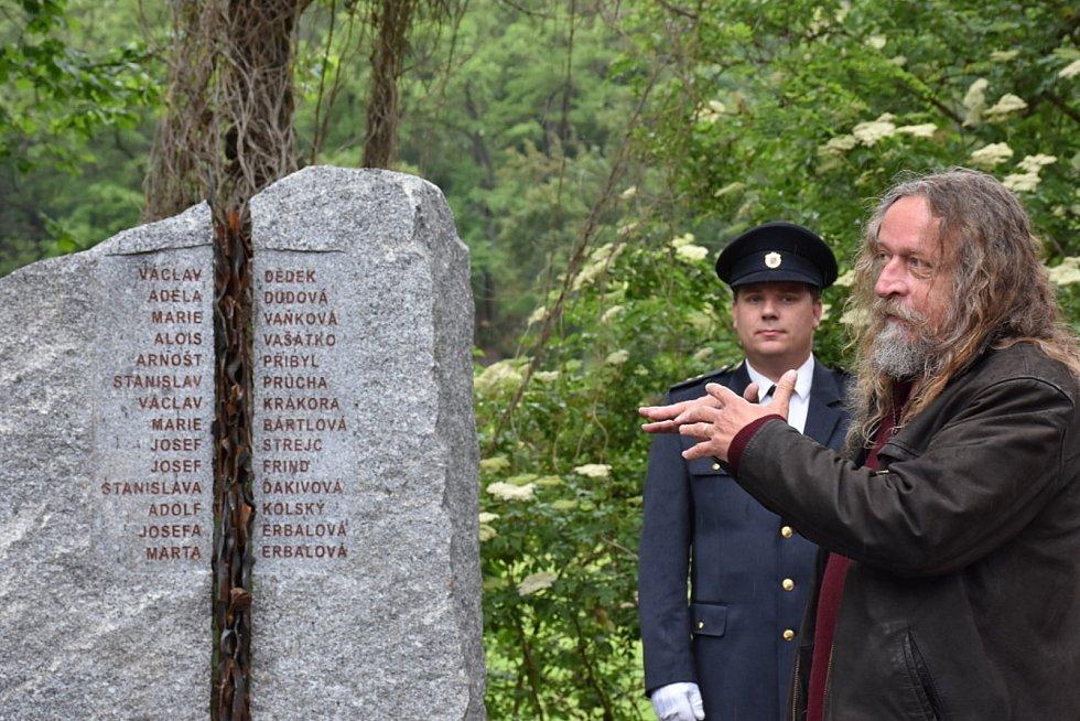 Odhalení pomníku obětem vlakového neštěstí v Zákolanech.