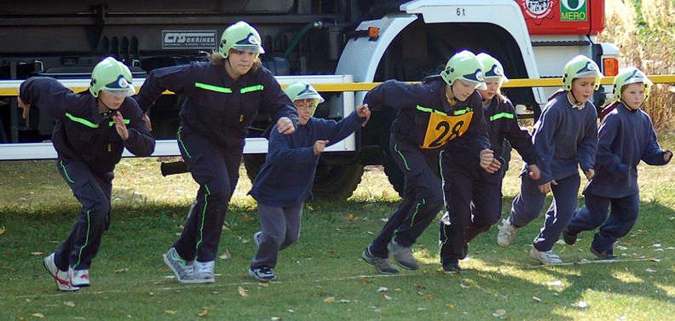 Soutěž mladých hasičů ve Hřebči.