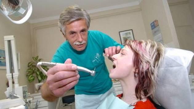 Nedostatek zubních lékařů  je  kritický.