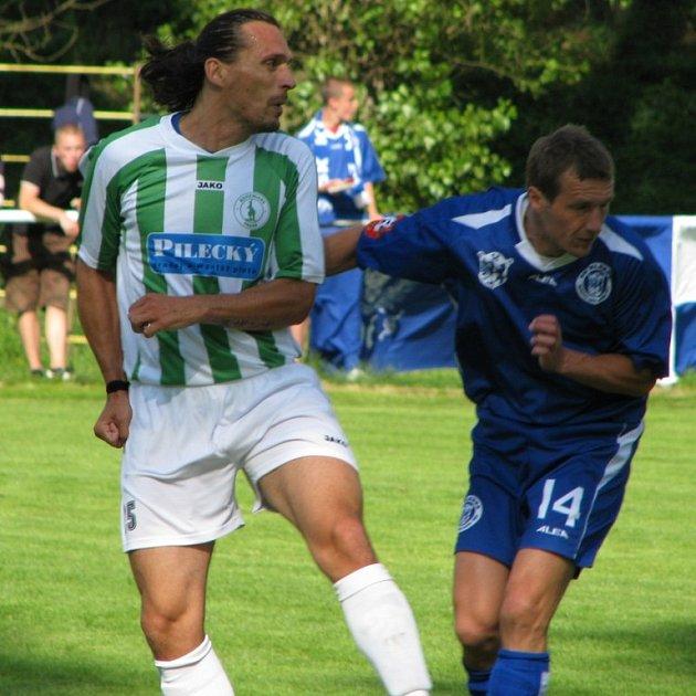 Kladenský Jan Procházka (vpravo) rozhodl penaltový rozstřel.