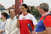 ODZNAK všestrannosti olympijských vítězů bude opět ve Slaném. Slavní sportovci zajíždějí do města často (s mikrofonem Šárka Kašpárková).